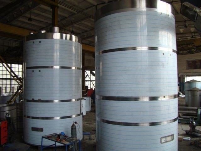 Резервуары стальные предназначены для хранения пожарного запаса воды, темных и светлых нефтепродуктов